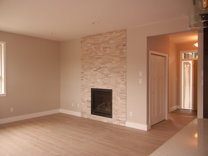 Living Room w Fireplace